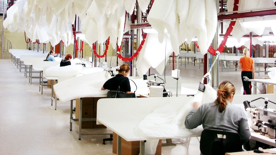 eton-systems_home-textile_wendre-making-comforters